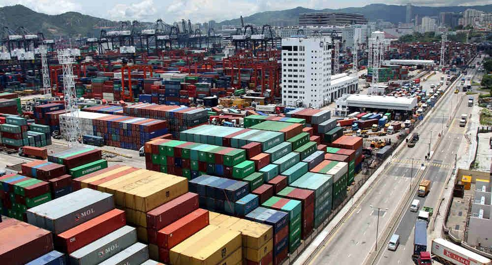 Shipping-containers-at-port-ready-for-sea-freight